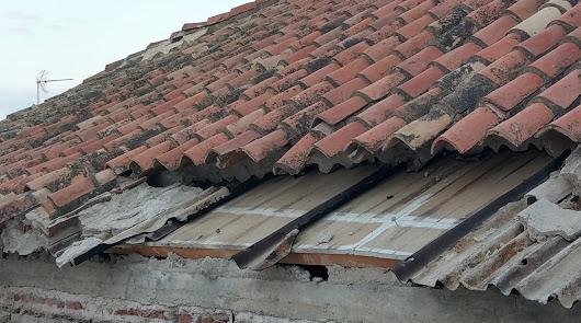 Parte del tejado afectado por el derrumbe.
