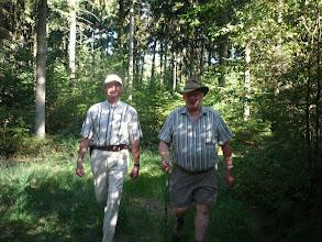 Photo: twee stoere wandelaars