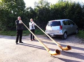 Photo: Alphornklänge zum Geburtstag überbracht durch Christine und Emil Baschong