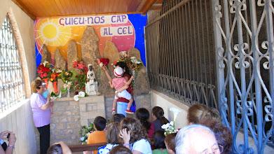 Photo: Els petits van portar moltes flors a la Moreneta...