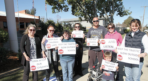 Parents take their Barwan Street concerns to Council
