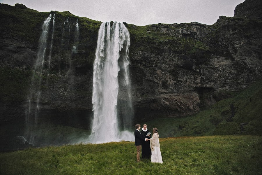 Wedding photographer Vitali Kurets (FROZEN). Photo of 19.04.2016