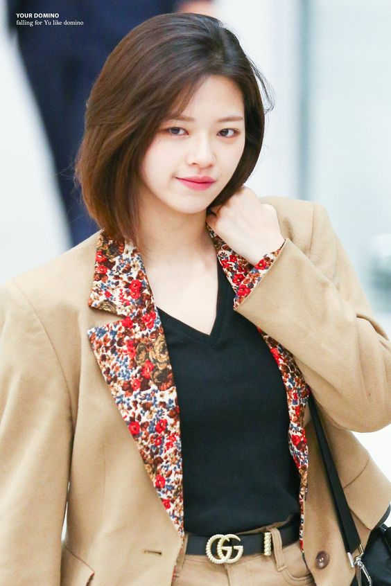 jeongyeon suit 37