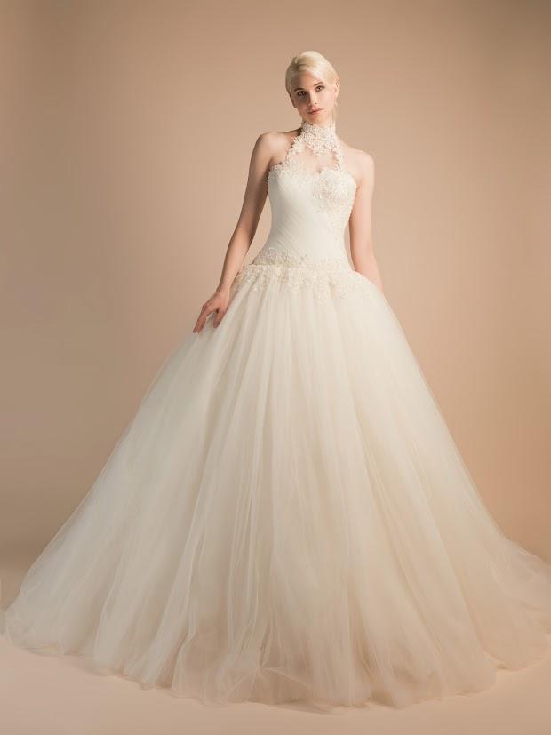 Robe de mariée Amandine, robe de mariée princesse avec tour du cou dentelle