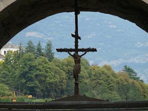 Photo: et son crucifix en bois