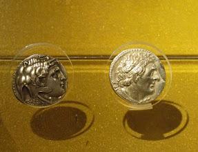 Photo: Two silver Tetradrachms of Ptolemy I Soter, Egypt 305-283 BC .......... Twee zilveren tetradrachmes met de beeltenis van Ptolemeus I Soter. Egypte 305-283 v.C.