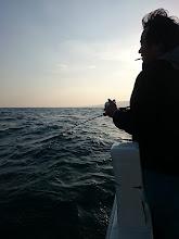 """Photo: まずは初乗船の""""タカギさん""""フィーッシュ! ・・・でしたが、フックアウト!"""