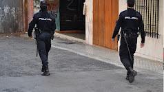 Patrulla a pie de la Policía Nacional en El Ejido.