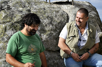 Photo: Jose EB1DPB y Manolo EA1IIR en un descanso