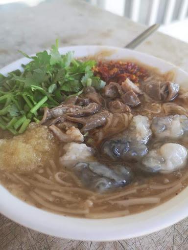 原來台北恆春開了20幾年 是在地阿公阿嬤最愛的口味 板娘堅持用自己洗自己滷的大腸 環境乾淨舒適
