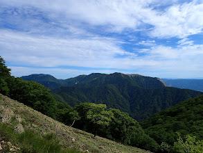 藤原岳と御池岳が近くに見え