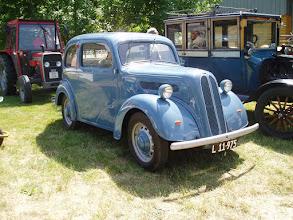 Photo: Et barnebarn - en Ford Popular fra 1950'erne var også på besøg. / A grandchild - A Ford Popular from the 1950'ies was also on display.