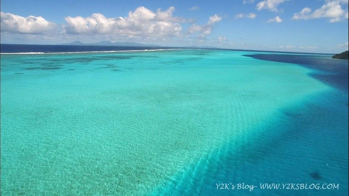 Il reef di Huahine. Sullo sfondo Raiatea e Tahaa