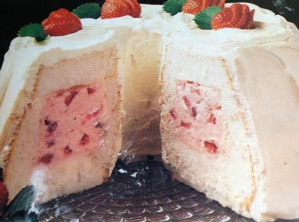 Strawberry Tunnel Cream Cake Recipe