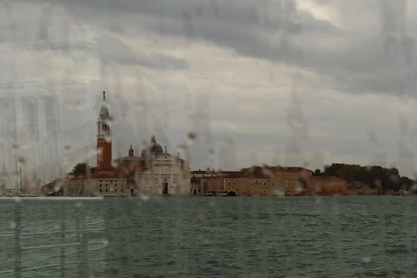 Pioggia in traghetto di Andrea F