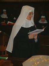 Photo: All'inizio della celebrazione: sr. M. Giuliana ha ancora il velo bianco...