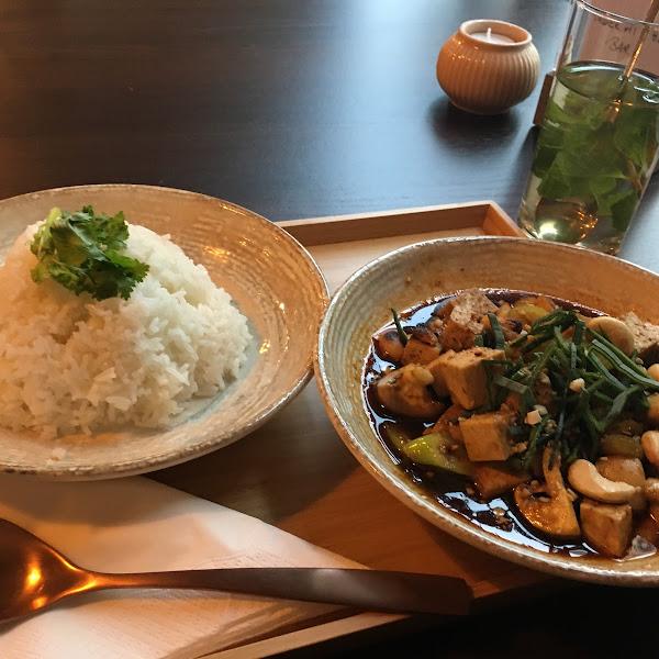 Pat Met Mamuang - Mushrooms, Bell Pepper, Green Onion & Cashews