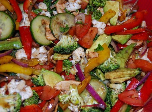 Avocado, Artichoke Hearts Holiday Salad Recipe