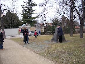 Photo: Kolem se hromadí zvědavci, zaujatí mým vyprávěním.