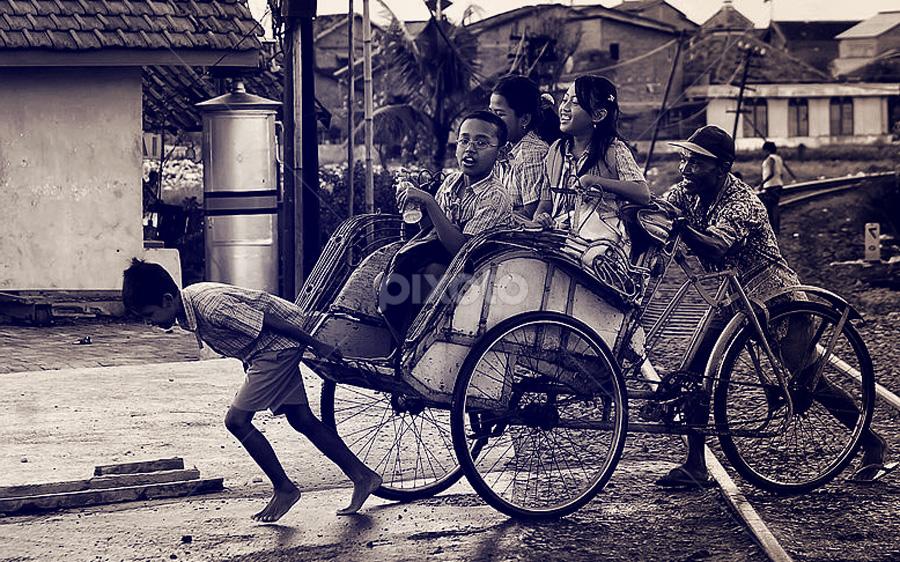 tarik maaang... by Ayah Adit Qunyit - City,  Street & Park  Street Scenes