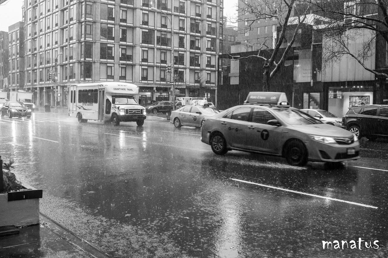 calle con lluvia