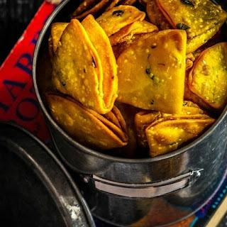 Farsi Khaman Puri / Poori - Deep Fried Spicy Crackers #Diwalispecial #Diwalisnacks #Diwalifood