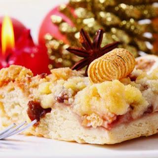 Light And Fluffy Christmas Streusel Cake.