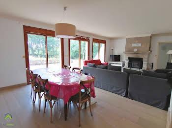 Maison 10 pièces 186 m2