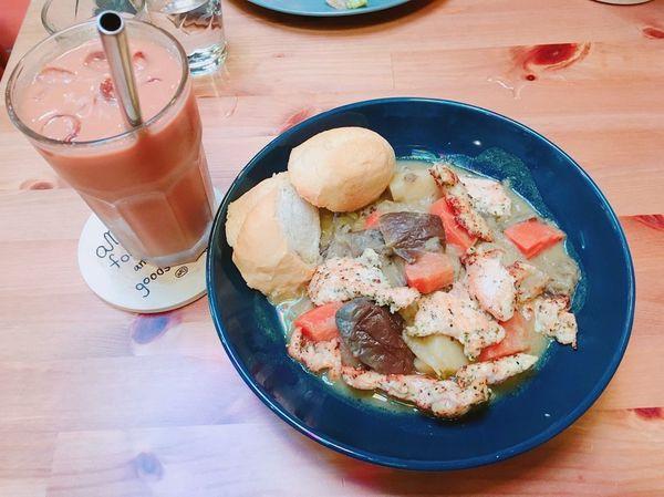 am's foods and goods 享受台南輕旅行,特別的南洋風味早午餐與初訪虫洞古著