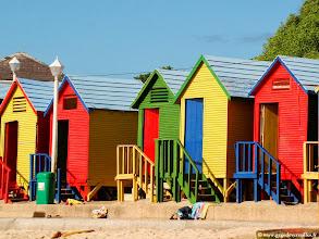 Photo: #017-La petite station balnéaire de Saint James avec ses cabines colorées.