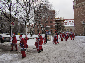 Photo: Kalėdų senelių maratonas, kuriame