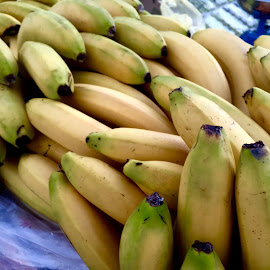 Bananas  by Shahed Arefeen - Food & Drink Fruits & Vegetables ( banana, food and drink, fruits, fruits and vegetables, food photography )