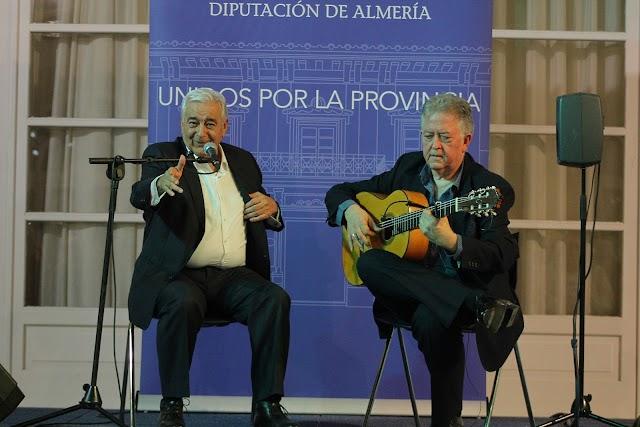 El cantaor Calixto Sánchez acompañado a la guitarra de Eduardo Rebollar.