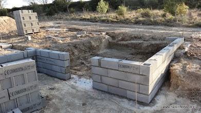 Photo: de onderbouw met toegangsdeur voor de kruipruimte