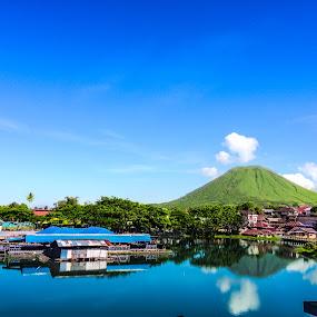 Sineleyan tomohon by Rizal Pungus - City,  Street & Park  City Parks