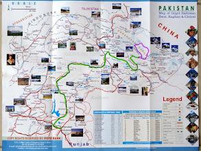 Photo: En vert: KKH en bus (27 heures) + 6h de 4x4 pour atteindre Askole. En mauve: trek et ski.