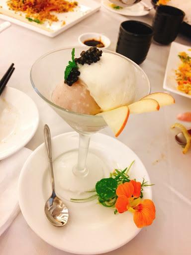 魚子醬冰淇淋 口感特殊。可以來嚐鮮喔~
