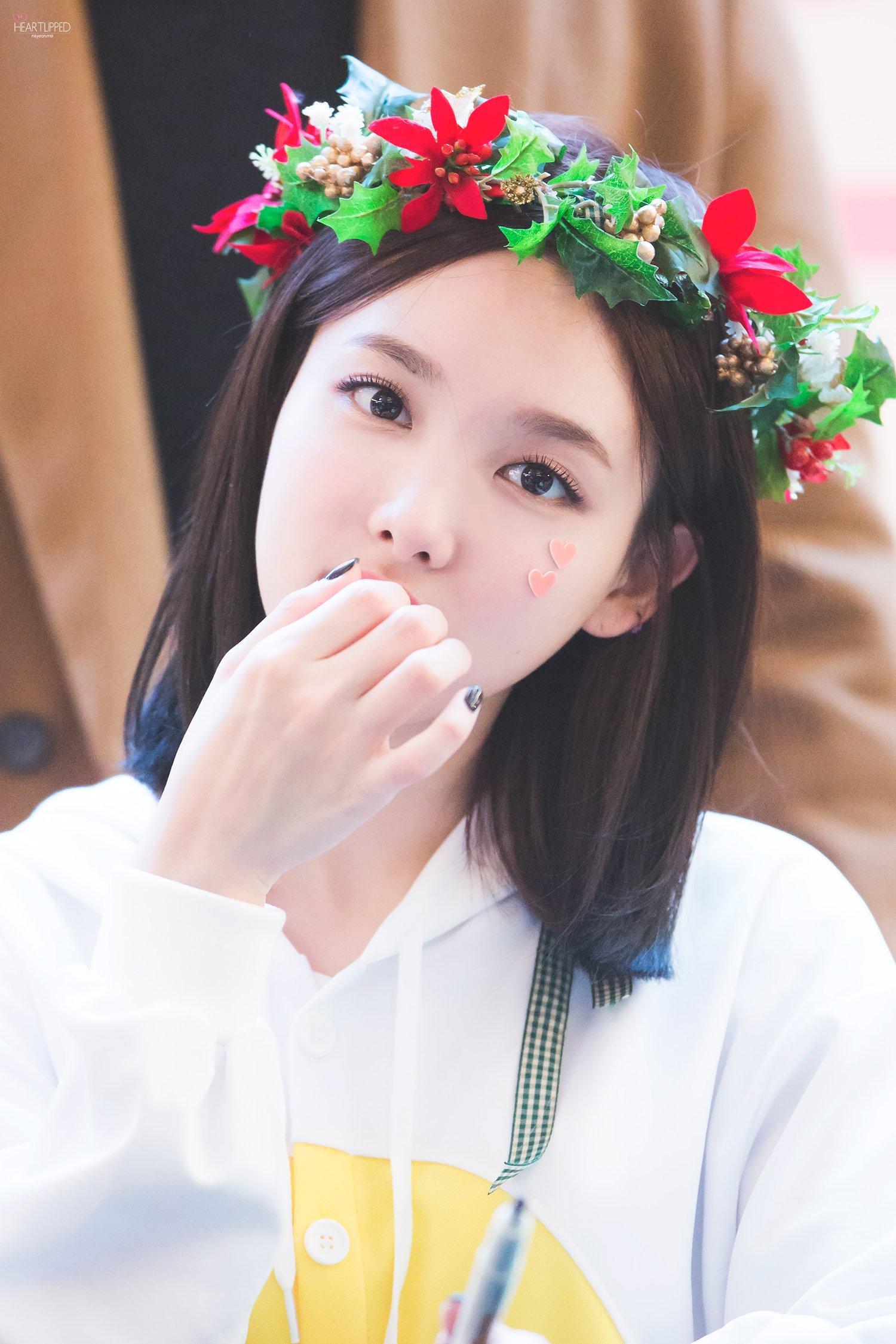 nayeon eyes
