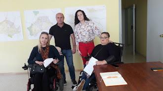 Magdalena Sánchez y Carmen Sánchez han presentado su situación a los concejales de Adra.