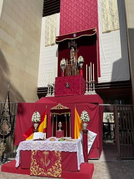 Un San José, protagonista de este vertical altar instalado por Pasión.