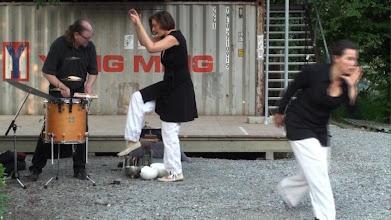 Photo: VOKALPERFORMANCE - Eric Ruffing, Beatrice Mahler, Nadine Seeger (Jardin Rouge Zürich, 20.08.10)