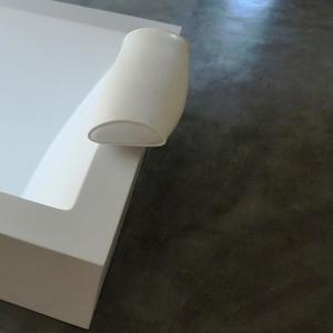 sol-resine-pour-salle-de-bain-design-beton-cire-revetement-moderne-les-betons-de-clara-oise-centre-essonne