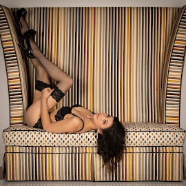 Big chair by Gary Bradshaw - Nudes & Boudoir Boudoir