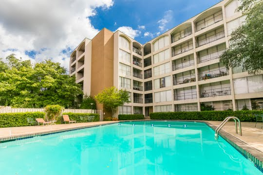 Towne Square Apartments For Rent in Dallas, Texas | Pet-Friendly