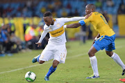 Teko Modise of Cape Town City FC and Hlompho Kekana of Mamelodi Sundowns during the Absa Premiership match between Mamelodi Sundowns and Cape Town City FC at Loftus Versfeld Stadium on December 19, 2017 in Pretoria.
