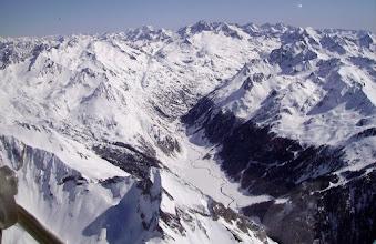 Photo: Plaine du Soussoueou: la Petite Arcizette 2293m devant, le massif du Lurien à droite, Le Balaïtous et le Palas au milieu sur l'horizon, Vignemale un peu à gauche.