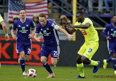 Anderson Esiti réagit à la carte rouge de Verstraete lors de Anderlecht-Gand