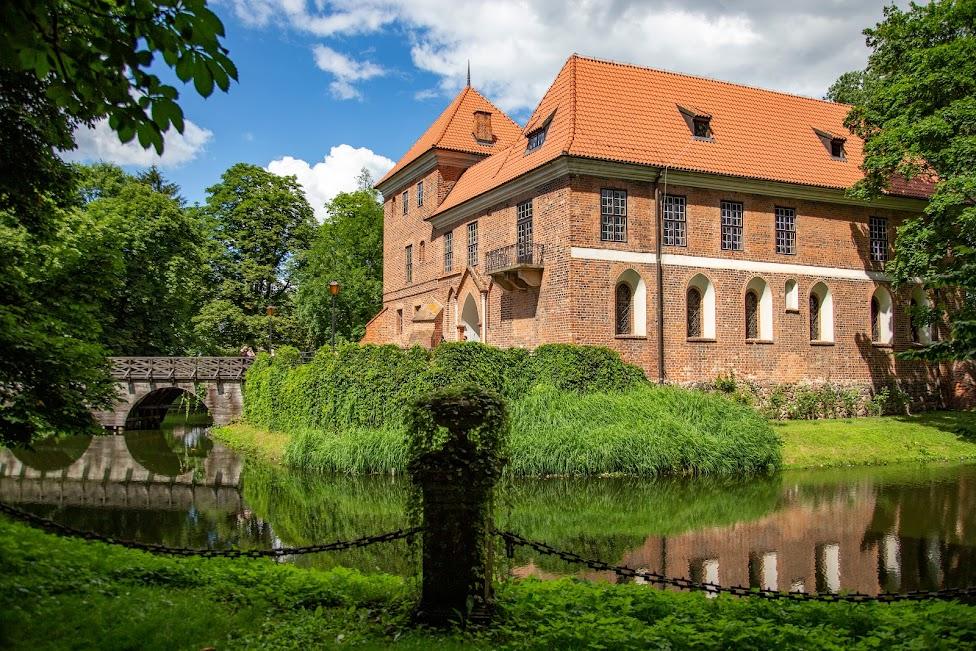 Zamek w Oporowie, Polska, województwo łódzkie