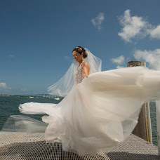 Wedding photographer Pedro Henriquez (henriquez). Photo of 10.10.2018