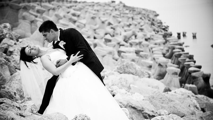 by Robert Luca - Wedding Bride & Groom